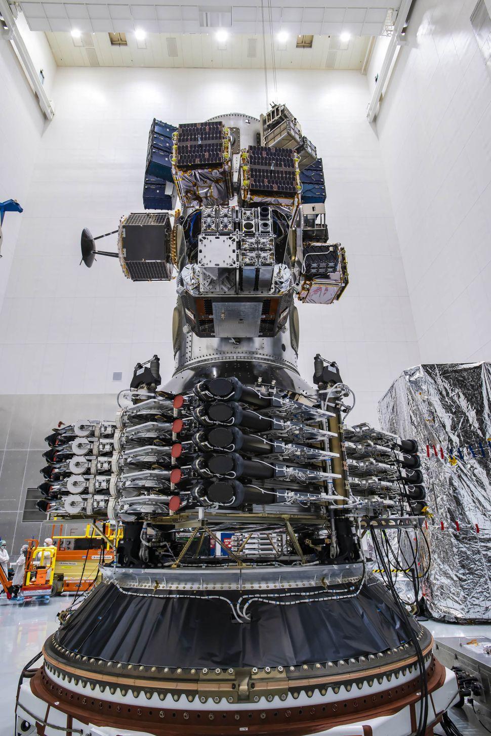 Les 143 satellites de la mission Transporter-1 de SpaceX empilée dans la fusée. (Crédit image : Planet/SpaceX)